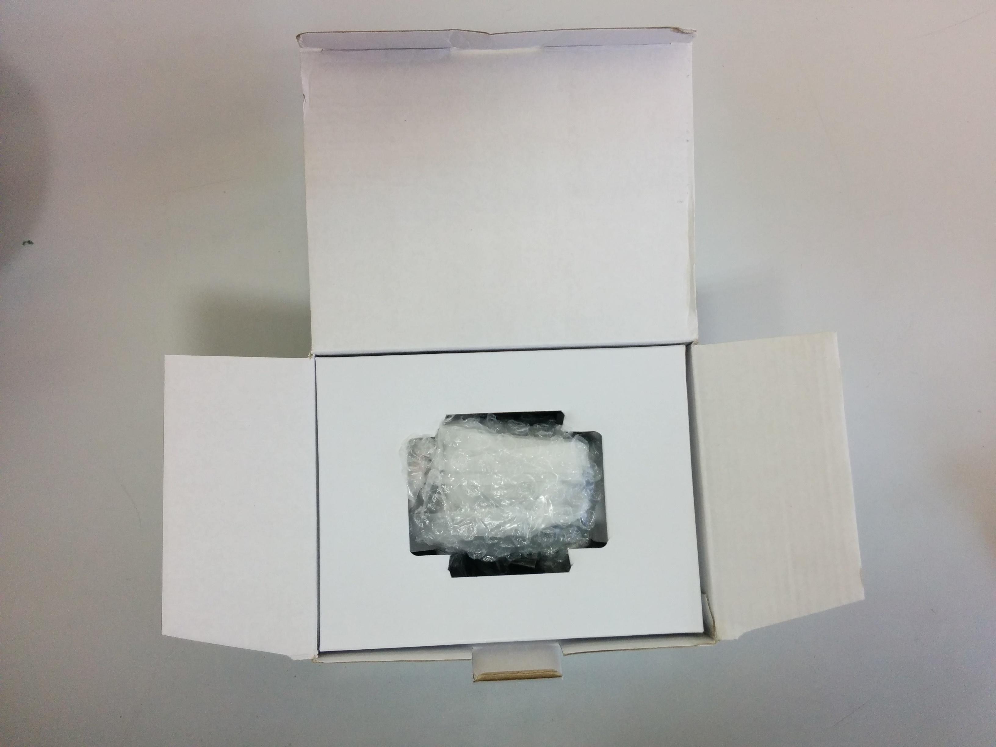Извлечение китайского видеорегистратора Blackview G30 из коробки