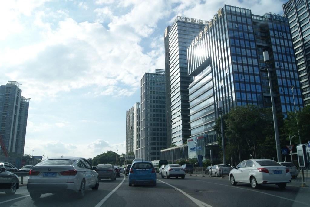Стекло в дизайне зданий в Шэньчжэне используется повсеместно