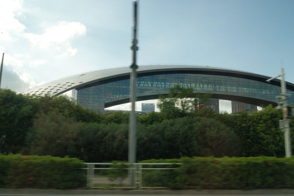 Красивые новые здания в Шэньчжэне на месте, где когда-то плескалось море