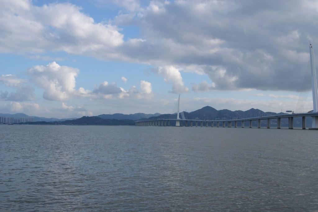 Мост через залив между Шэньчжэнем и Гонконгом