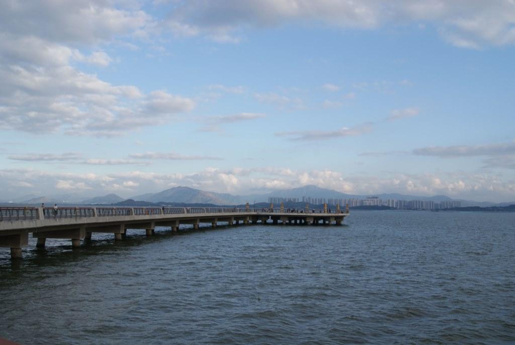 Конечная точка конструкции в заливе Шэньчжэнь - идеальное место для наблюдения
