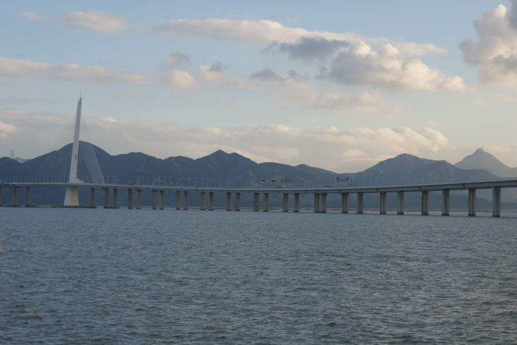 И опять мост через залив Шэньчжэнь, но уже с другой точки обзора