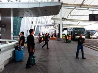 Один из входов в аэропорт Гуанчжоу