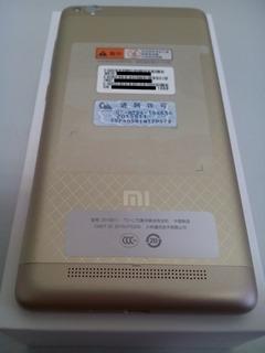 Зачем ещё одна наклейка на задней крышке смартфона Redmi 3?