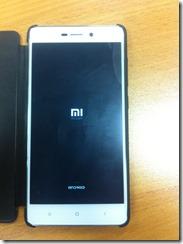 Фотка смартфона Xiaomi Redmi 3 сделана при помощи iPhone 3